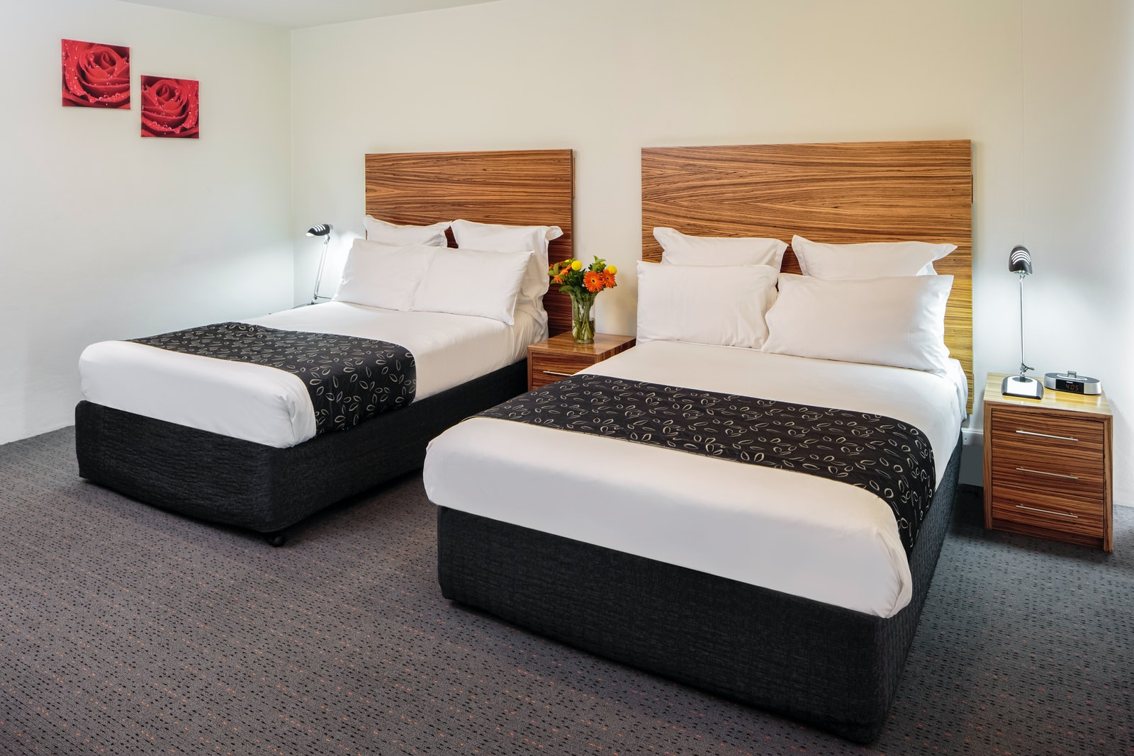 A picture of a twin double room at Cambridge Hotel in Surry Hills Sydney